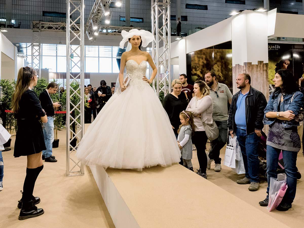 Da Nozze Fashion Il Scegli Tuo Corner Sogno Sposa A Vestito YtYZ8qw